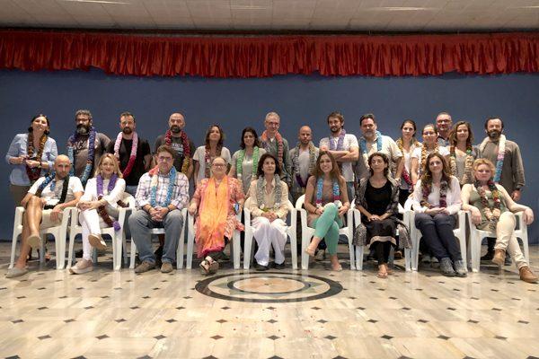 Obras social Duran materiales de construcción. Duran colabora con la fundación Vicente Ferrer y la CAEB en la India. Charla Anna Ferrer con empresarios Mallorca