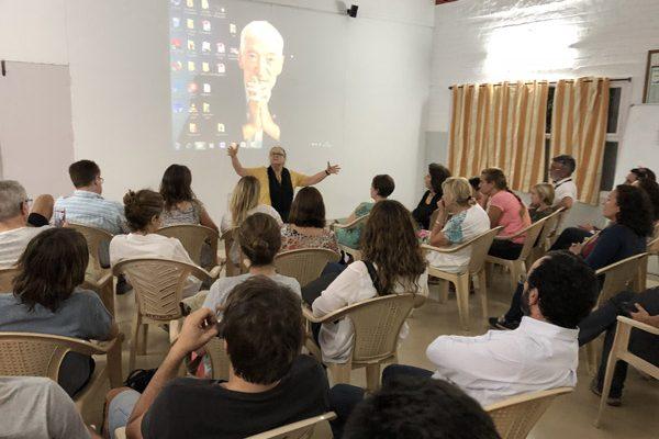 Obras social Duran materiales de construcción. Duran colabora con la fundación Vicente Ferrer y la CAEB en la India. Anna Ferrer con empresarios Mallorca