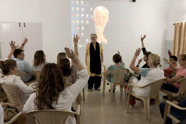 Obras social Duran materiales de construcción. Duran colabora con la fundación Vicente Ferrer y la CAEB en la India. Charla Anna Ferrer