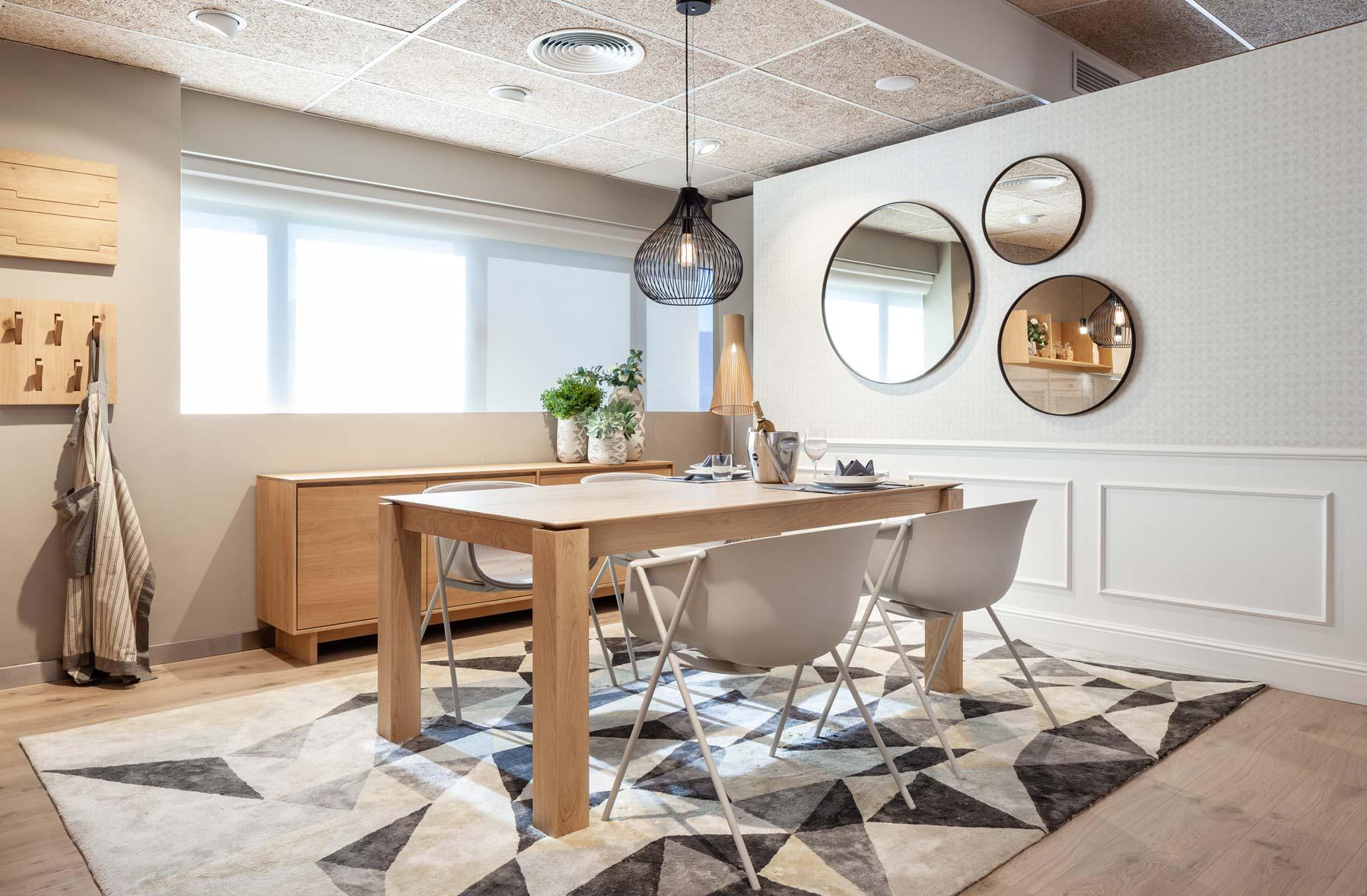 mesa-salon-comedor-espejos-diseño-papel-pintado-decoracion ...